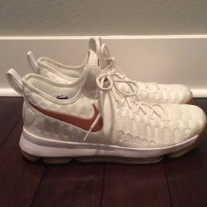Nike KD 9(Texas) size 11 like New
